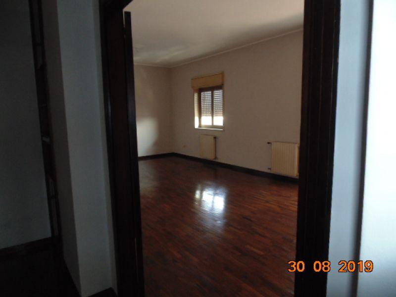 Giarre Via Brancati appartamento 5 vani quarto, piano con ascensore + garage